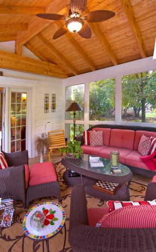 3 season room or screened porch sitting area