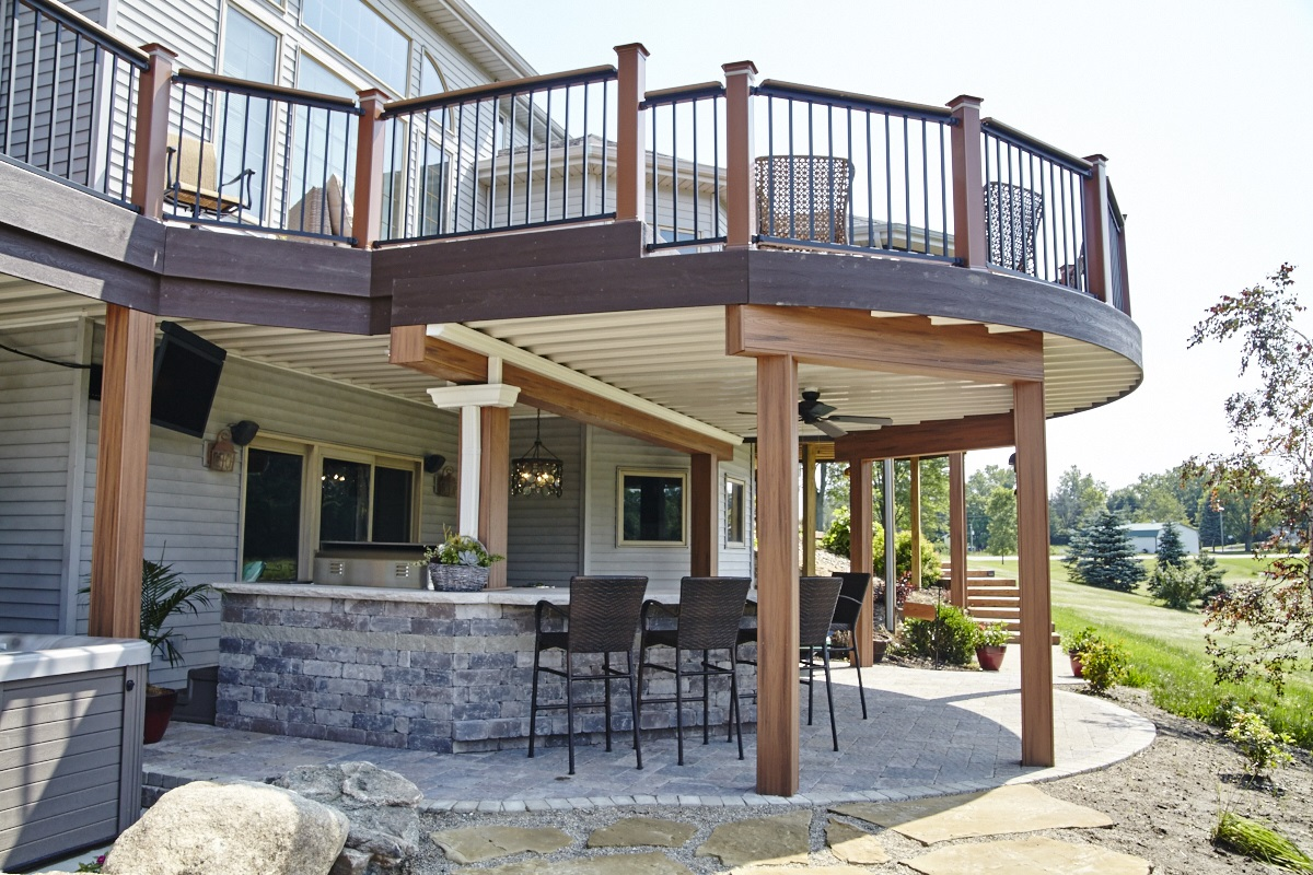 This Churubusco, IN, outdoor living combination is a dream ...